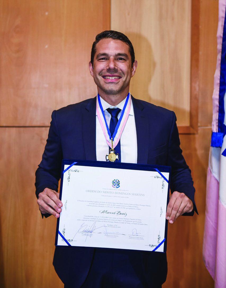 Marcus Buaiz recebe comenda Domingos Martins. Foto: Divulgação