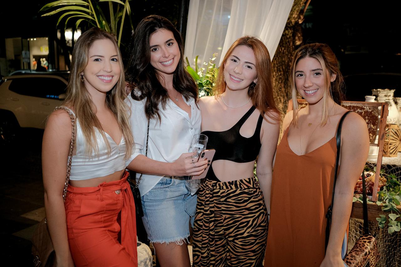 Mariana Pimentel, Julia Sette, Anna Clara Deps e Brunella Brunetti. Foto: Camilla Baptistin