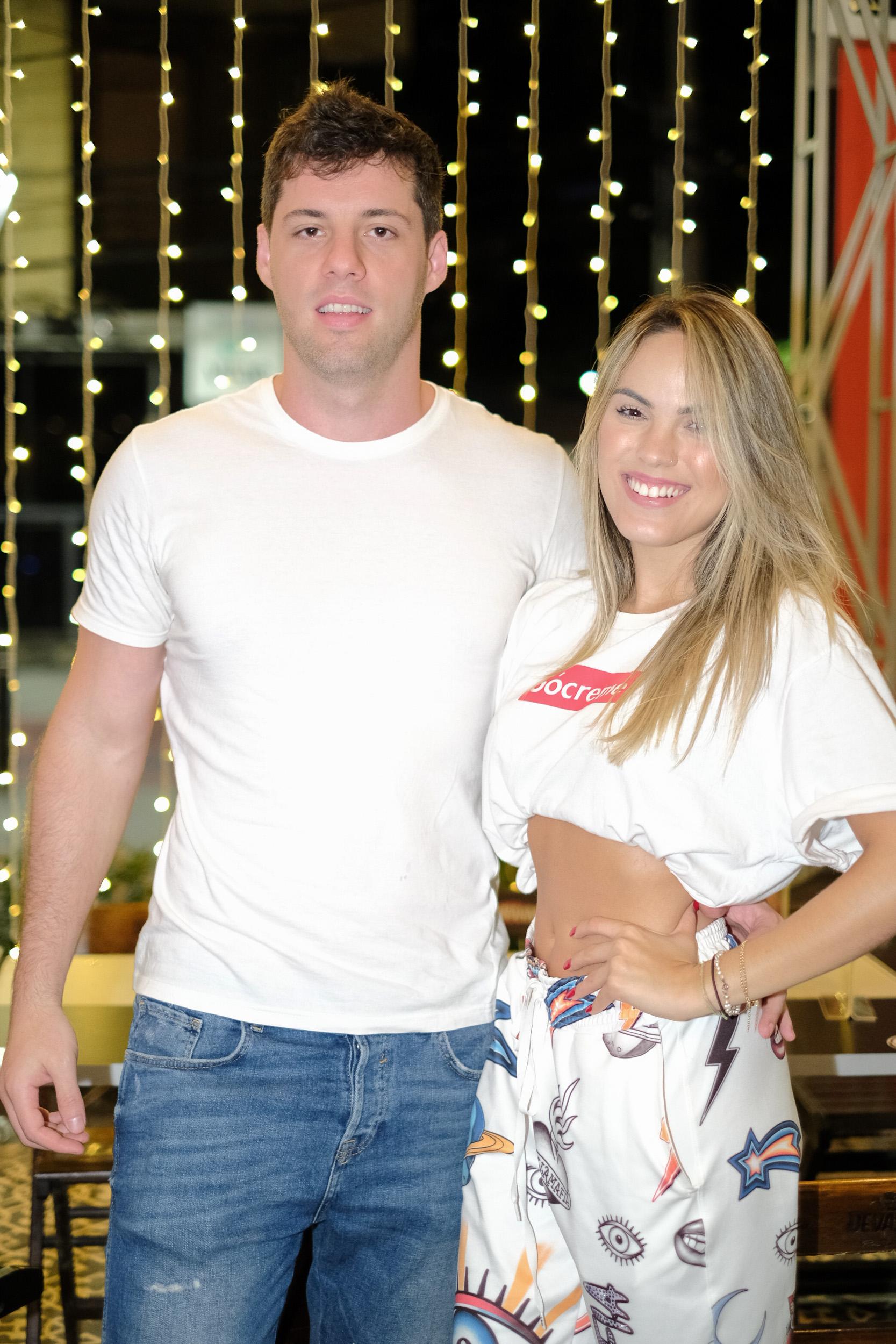 Na comemoração do Bar Abertura Filipe Pontes e Jess Benevides. Foto: Camilla Baptistin