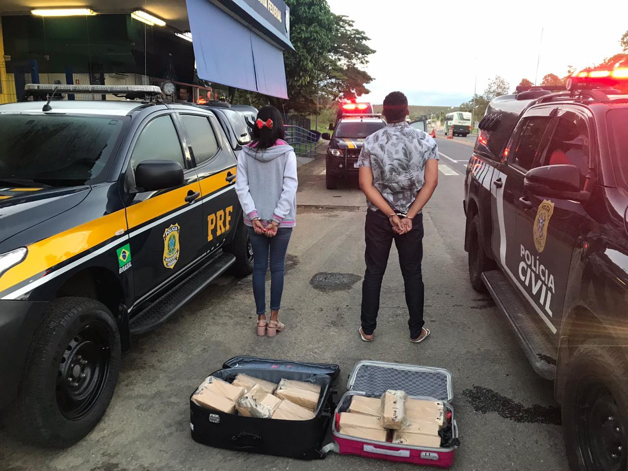 Os detidos afirmaram que receberiam que receberiam R$ 1.100 cada pelo transporte da droga. Foto: Agência/PRF-ES