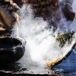 Produção da panela de barro em Goiabeiras. Foto: Gabriel Lordêllo/Mosaico Imagem