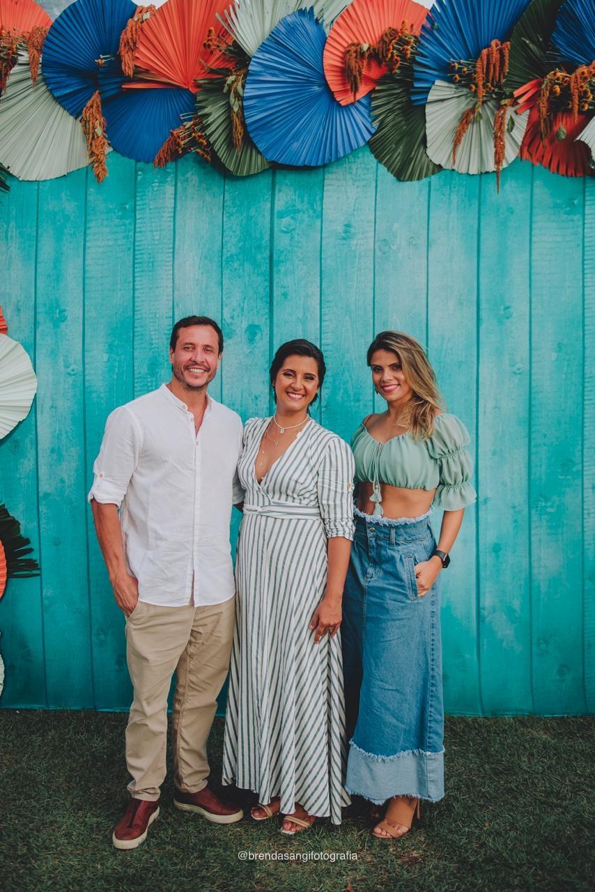 Ângela Rodrigues e os noivos Alexandre e Fernanda Braga. Foto: Brenda Sangi