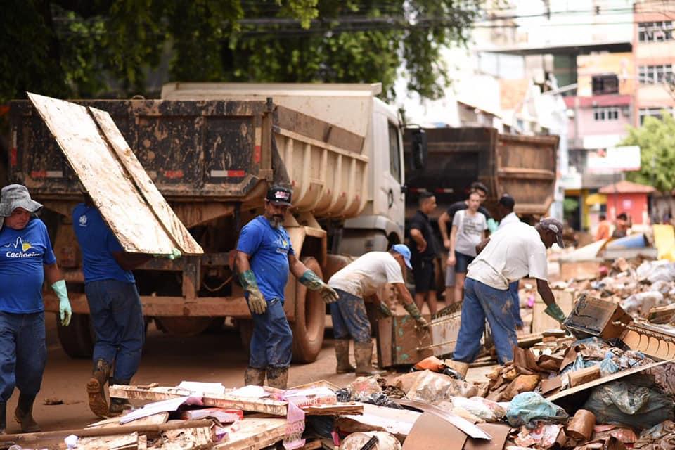 Após chuva, mutirão faz limpeza nas ruas de Cachoeiro de Itapemirim. Foto: Divulgação/Prefeitura de Cachoeiro de Itapemirim