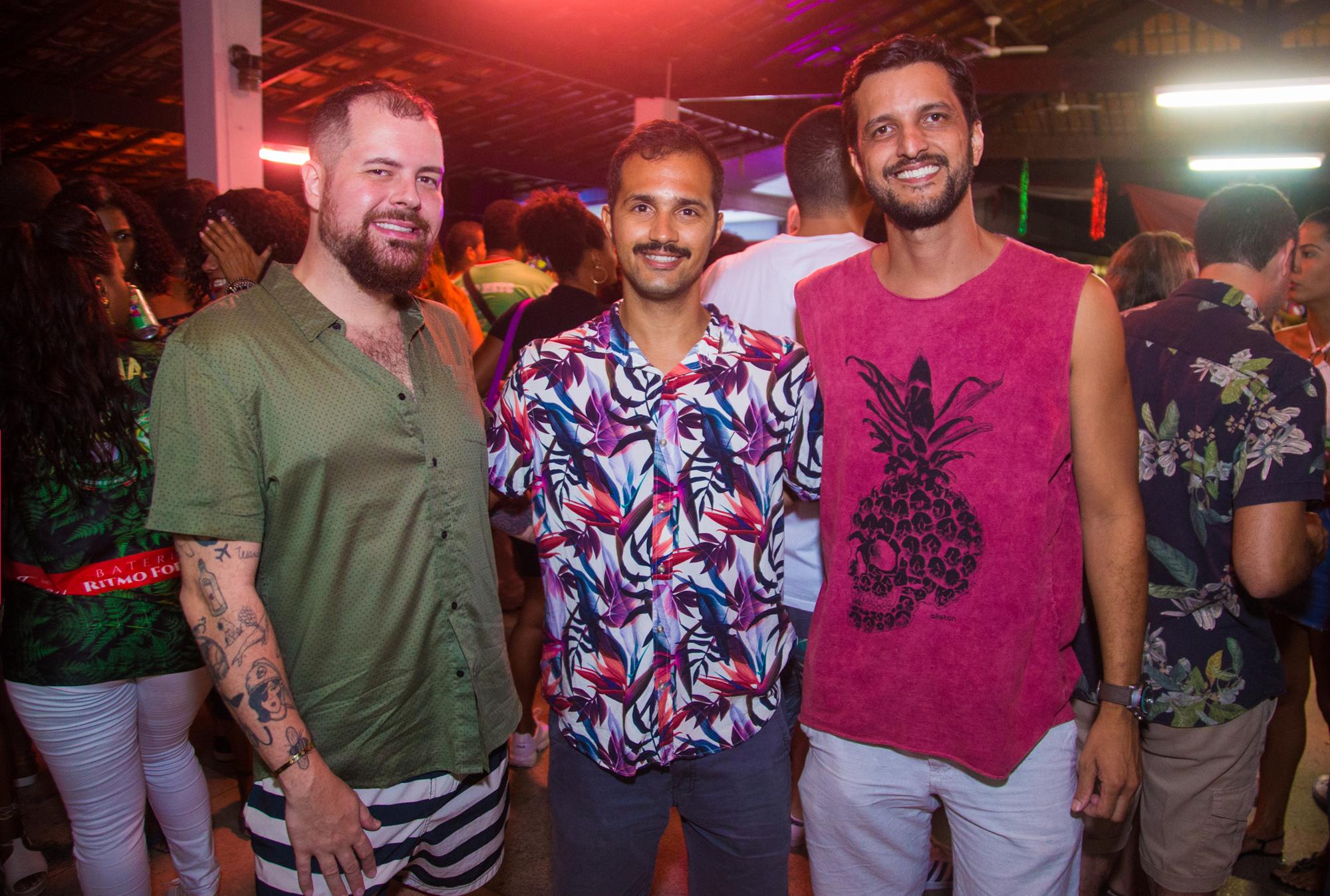 Dudu Altoé, Bruno Lima e Pedro Sacramento na festa Esquenta, no Álvares Cabral. Foto: Bruno Leão