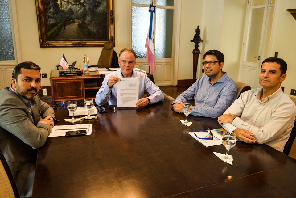 Governador assina decreto com novas medidas para recuperação de municípios atingidos pelas chuvas. Foto: Divulgação/Governo do ES