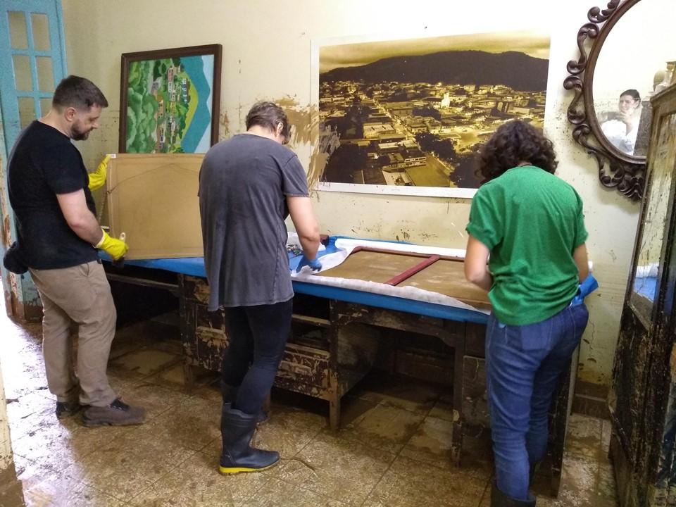 Voluntários trabalham em Iconha para salvar patrimônio cultural e histórico. Foto: Divulgação/Secult