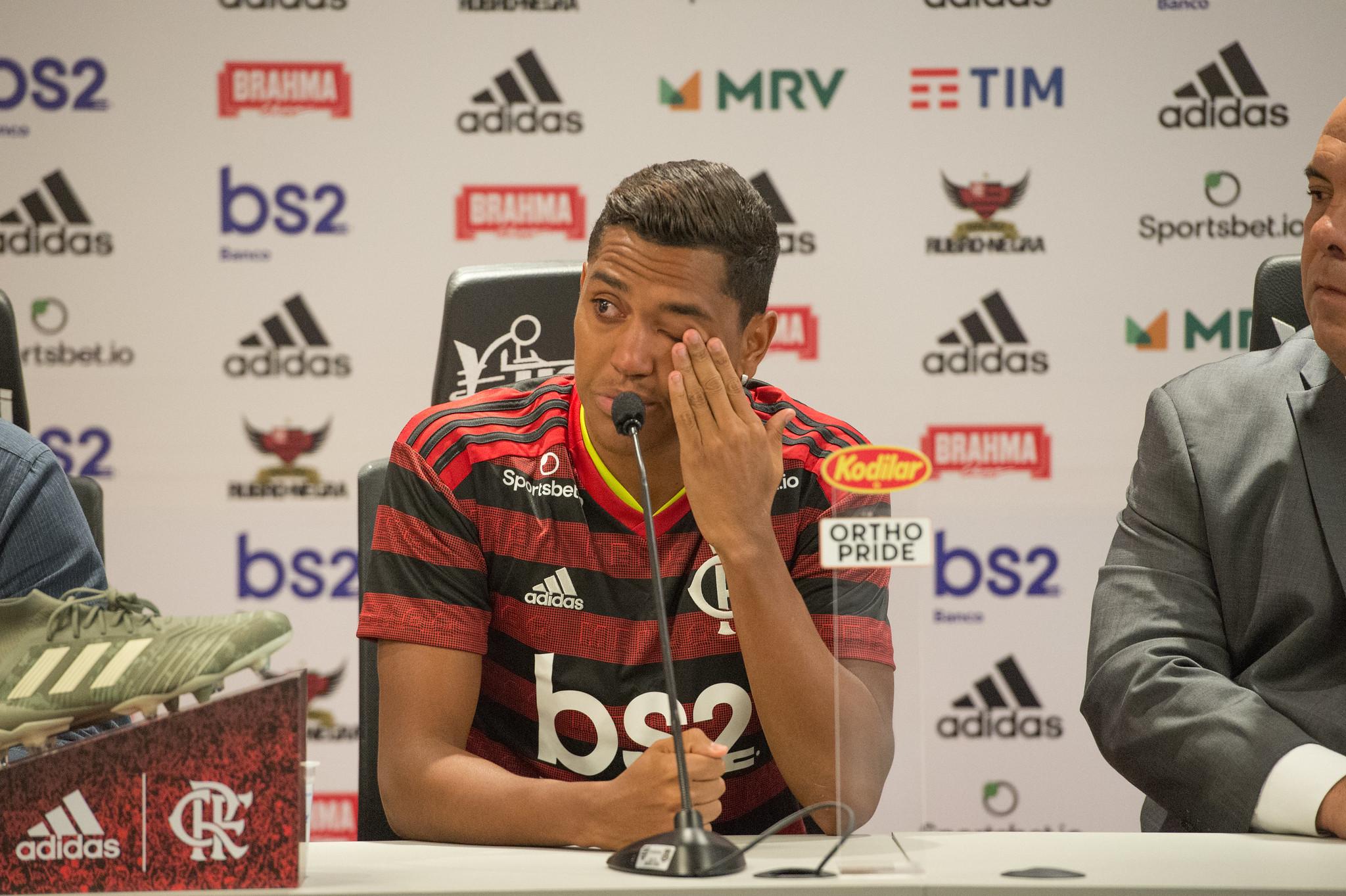 Jogador se emocionou ao falar sobre o novo clube. Foto: Alexandre Vidal/Flamengo