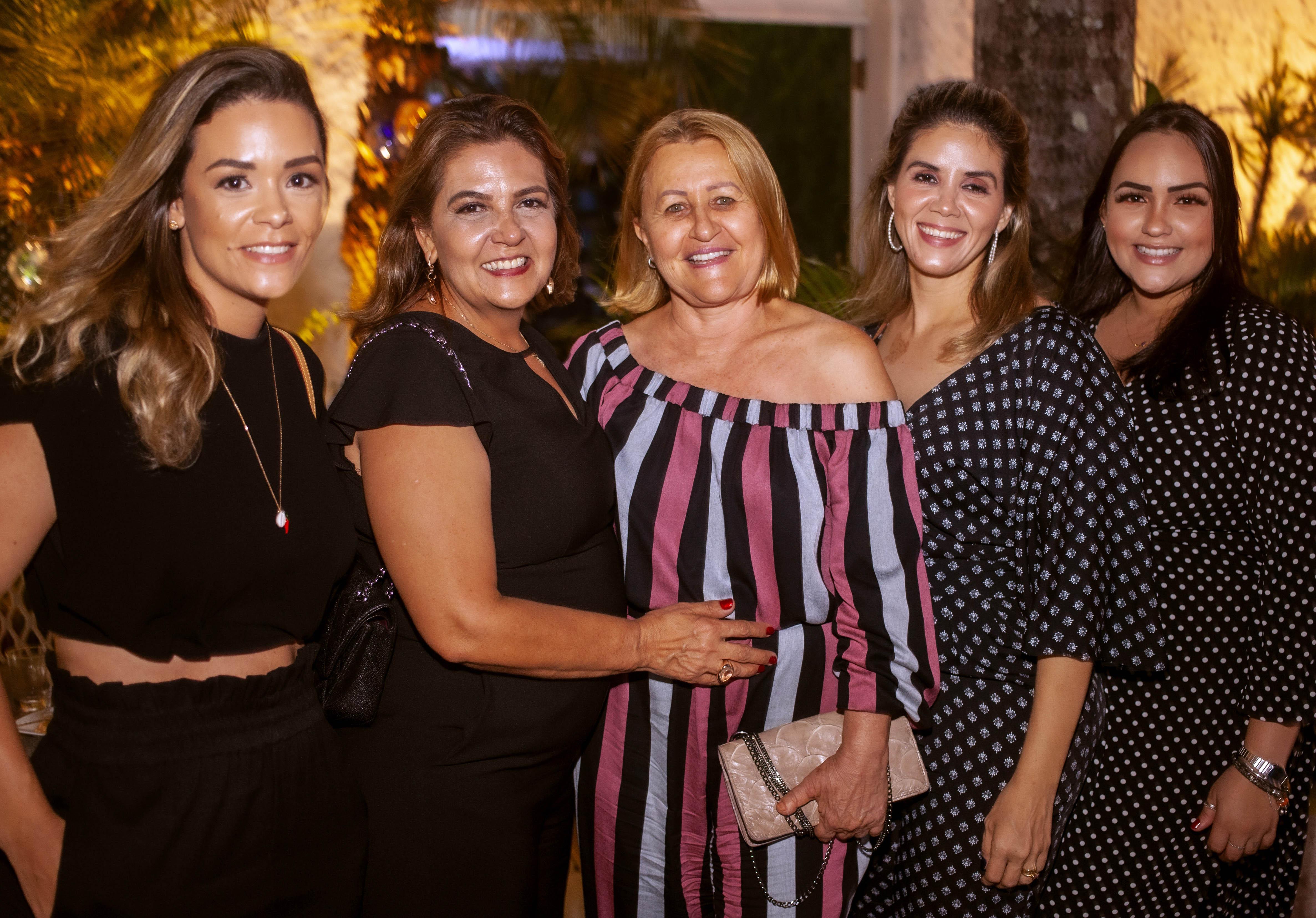 Nanayana Cavalieri, Ana Maria Cavalieri, Penha Coelho, Francini Cavalieri e Ana Paula Cavalieri. Fotos: Rodger Savaris