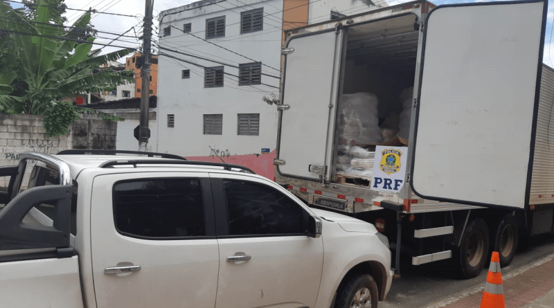 PRF recupera carga e veículo roubados no Rio de Janeiro. Foto: Divulgação/PRF