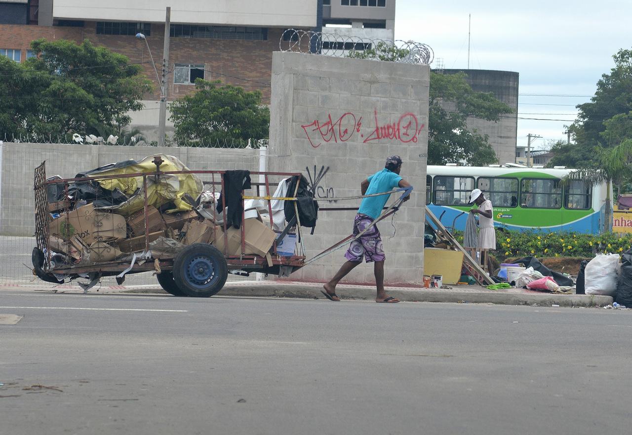 Prefeitura faz trabalho para orientar população. Foto: Chico Guedes