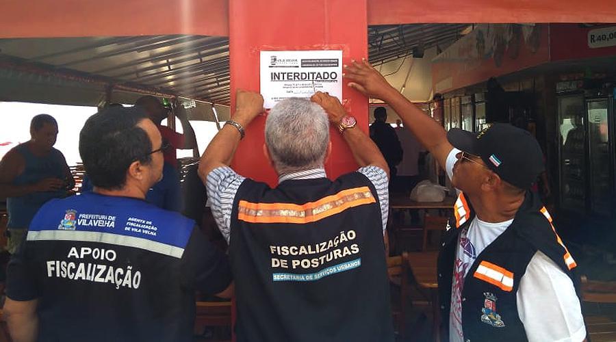 Prefeitura interdita quiosque por causa de show pirotécnico irregular. Foto: Paulo Borges Filho