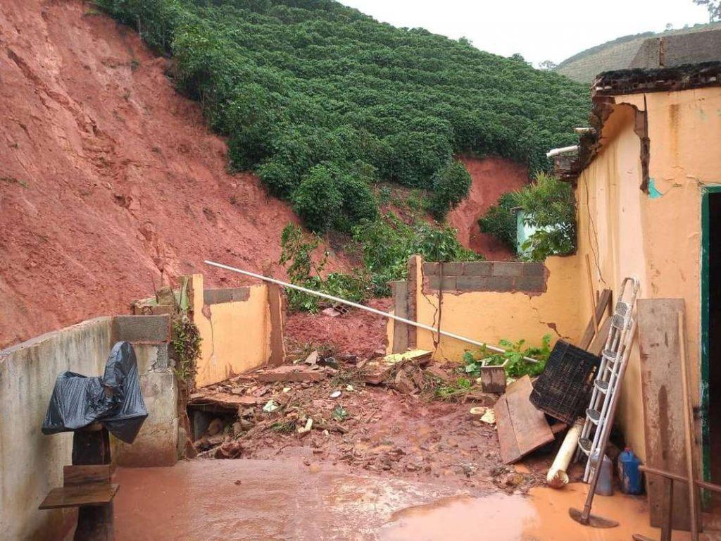 Queda de barreira no interior de Minas Gerais. Foto: Reprodução/Whatsapp