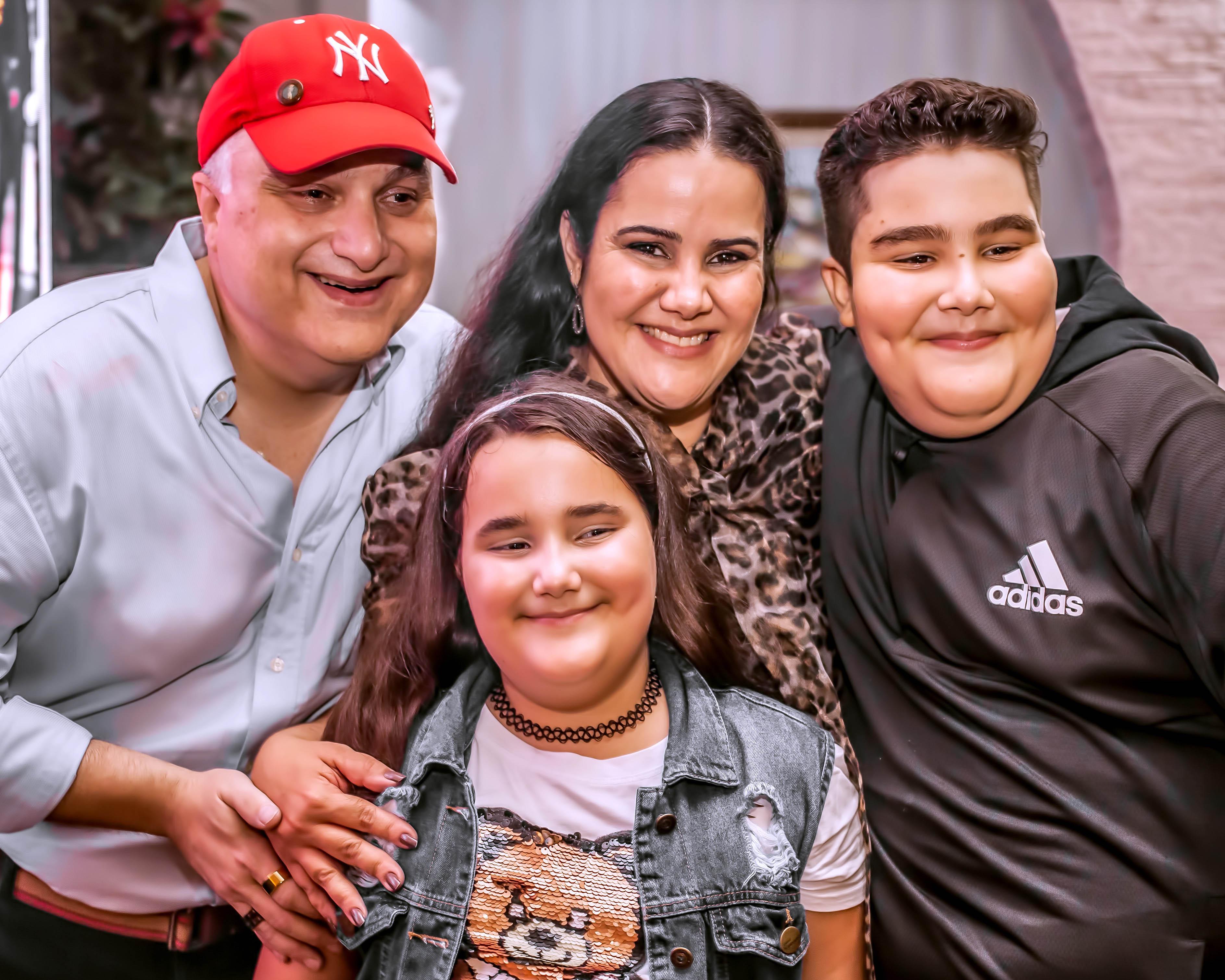 Ramon, a esposa Flávia e os filhos na noite da Ópera. Fotos: Rodger Savaris