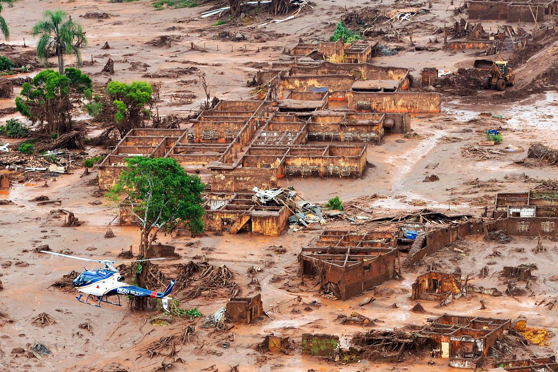 Rompimento de barragem no distrito de Bento Rodrigues, zona rural de Mariana, em Minas Gerais. Foto: Antonio Cruz/ Agência Brasil