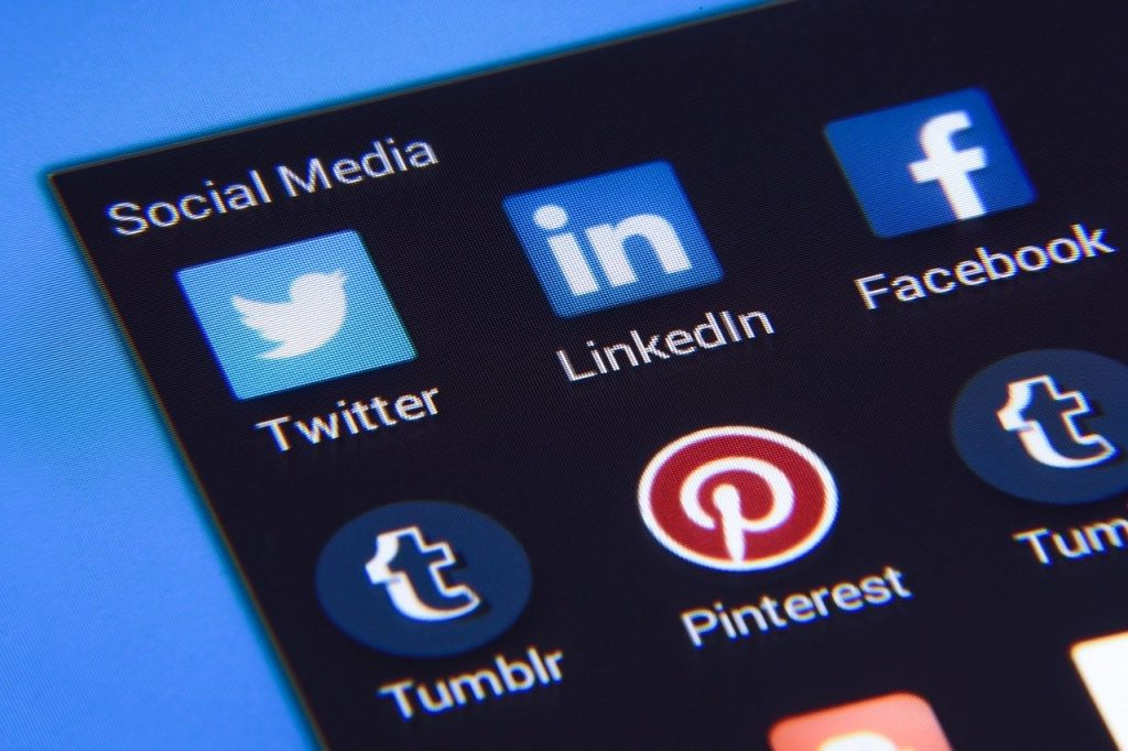 Twitter; smartphone; mídia social. Foto: Pixabay