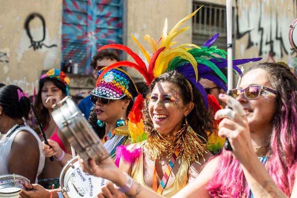 """Bloco """"BatuqDellas"""", formado apenas por mulheres, em Vitória. Foto: Tati Hauer"""