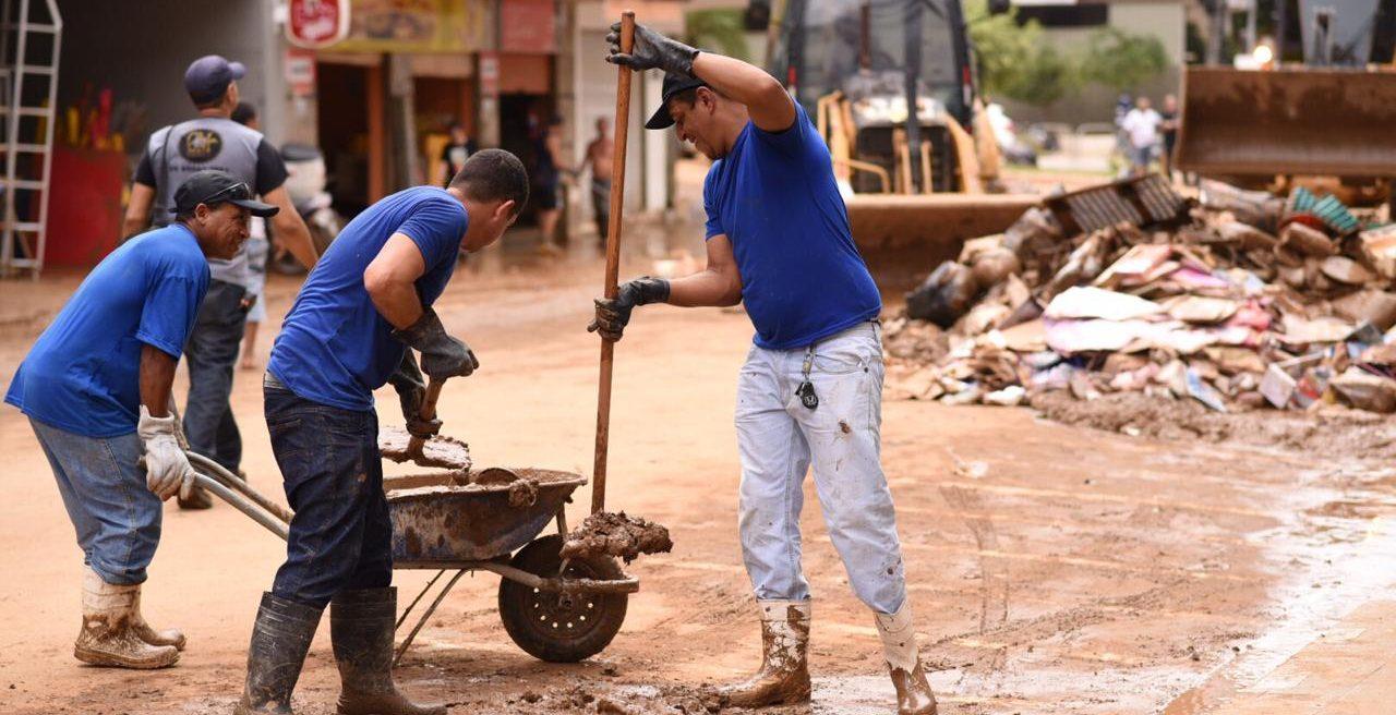 Limpeza das ruas de Cachoeiro de Itapemirim na última segunda, dia 27, após a enchente do final de semana. Foto: Thiers Turini/PMCI