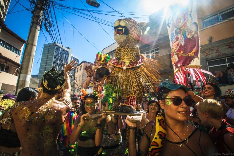 """Tradicional bloco """"Amigos da Onça"""", no Centro de Vitória. Foto: Luara Monteiro"""