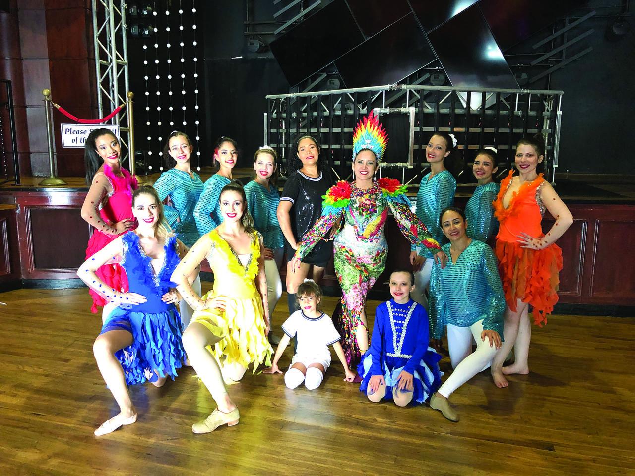 A Bailarina Liviane e seu grupo em apresentação na Disney. Foto: Divulgação
