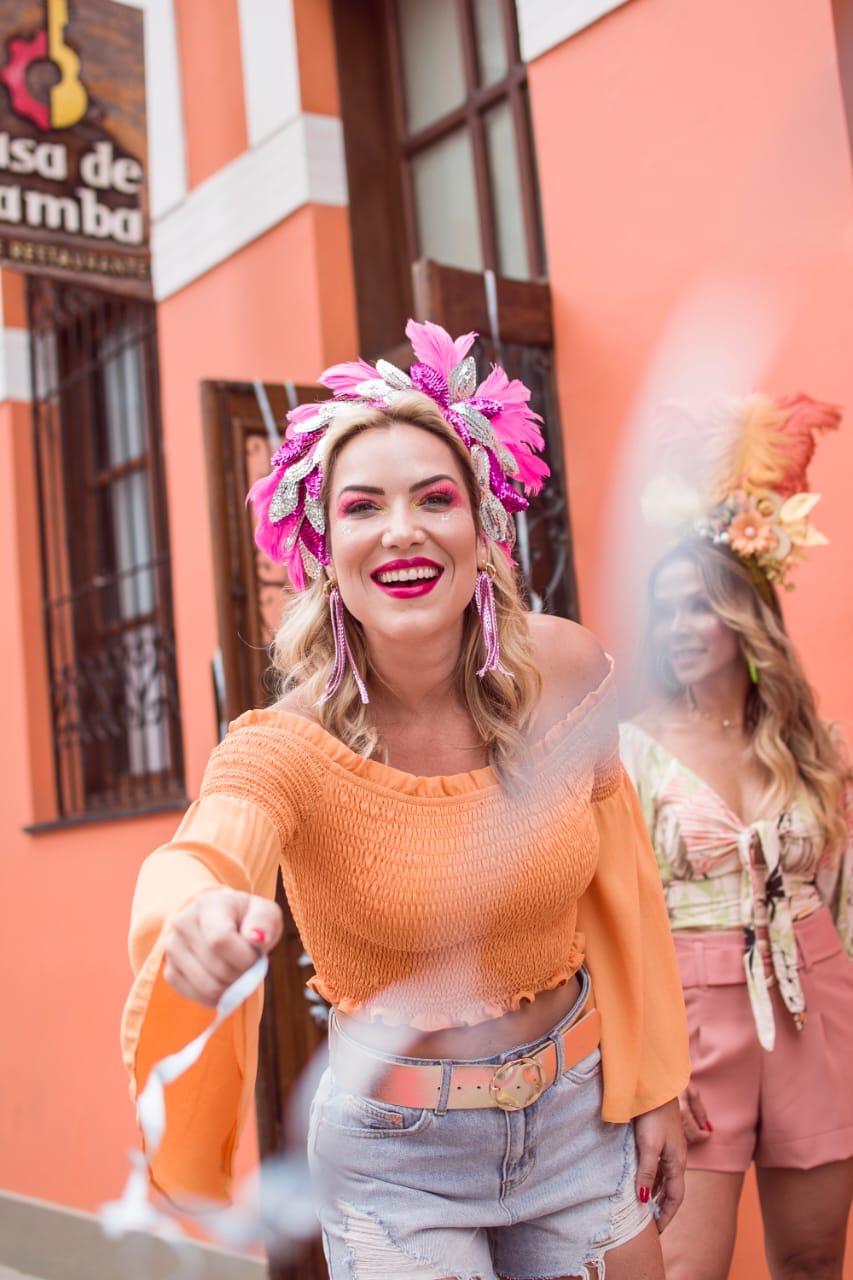 Chris Morais avisa é Carnaval! Foto: Rafa Tex