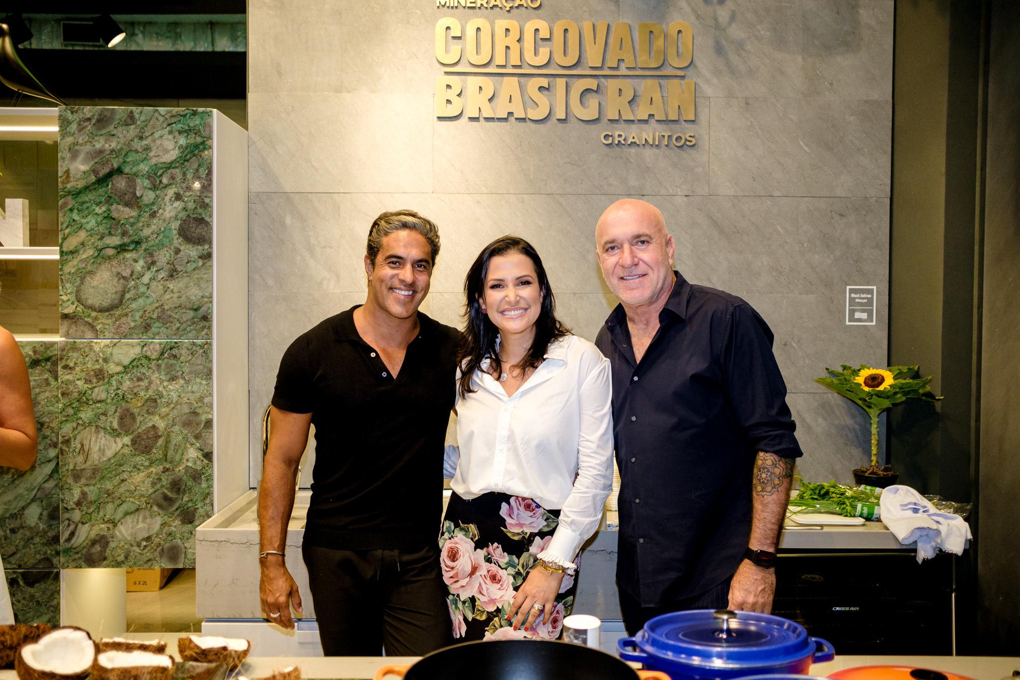 Cooking show: Kiko Sobrino, Vívian Coser e Gilberto Elkis no estande da Brasigran na Vitória Stone Fair 2020. Foto: Camilla Baptistin