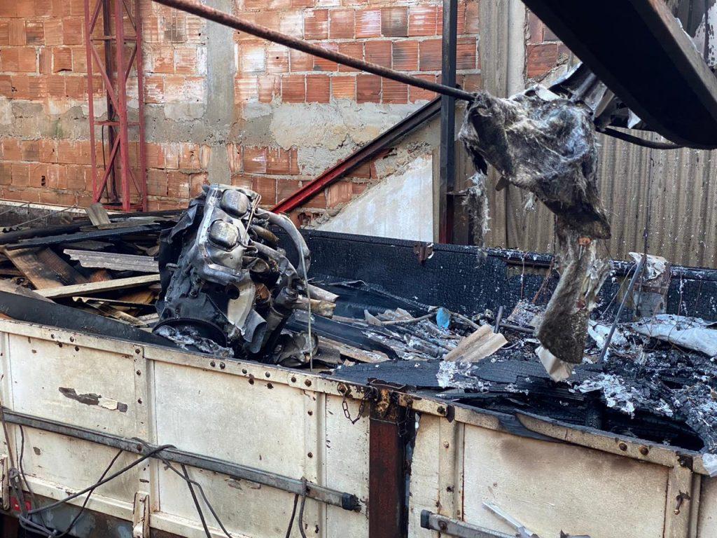 Destroços de aeronave que caiu em Guarapari. Foto: Internauta