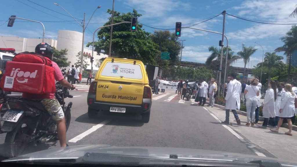 Em protesto, os policiais seguirão em pela avenida Américo Buaiz até a praça do Papa. Foto: Ouvinte BandNews FM