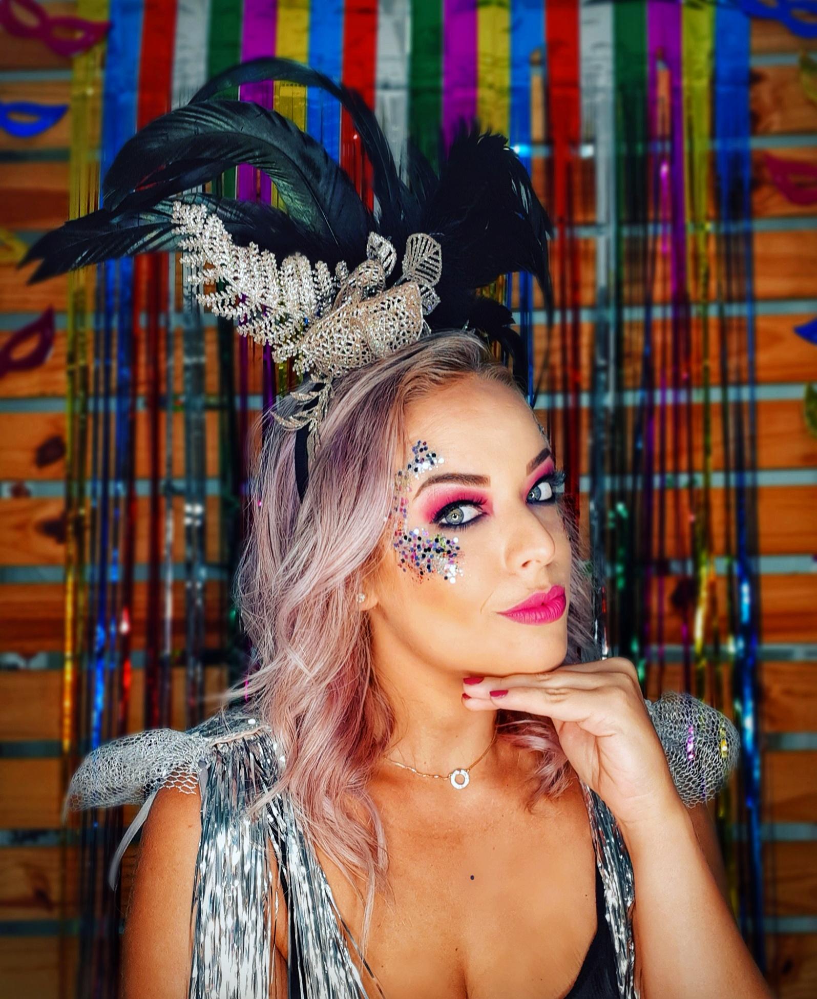 Lúcio Alvim e Urssula Agnes capricharam na produção de Carnaval de Bia Garcia. A produção pode ser vista no site es360.com.br. Foto: Divulgação