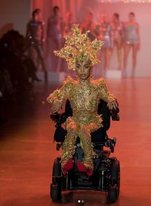 Modelo e ativista norte-americana Jullian Mercado desfirou na Semana de Moda de Nova York. Foto: Reprodução/Instagram