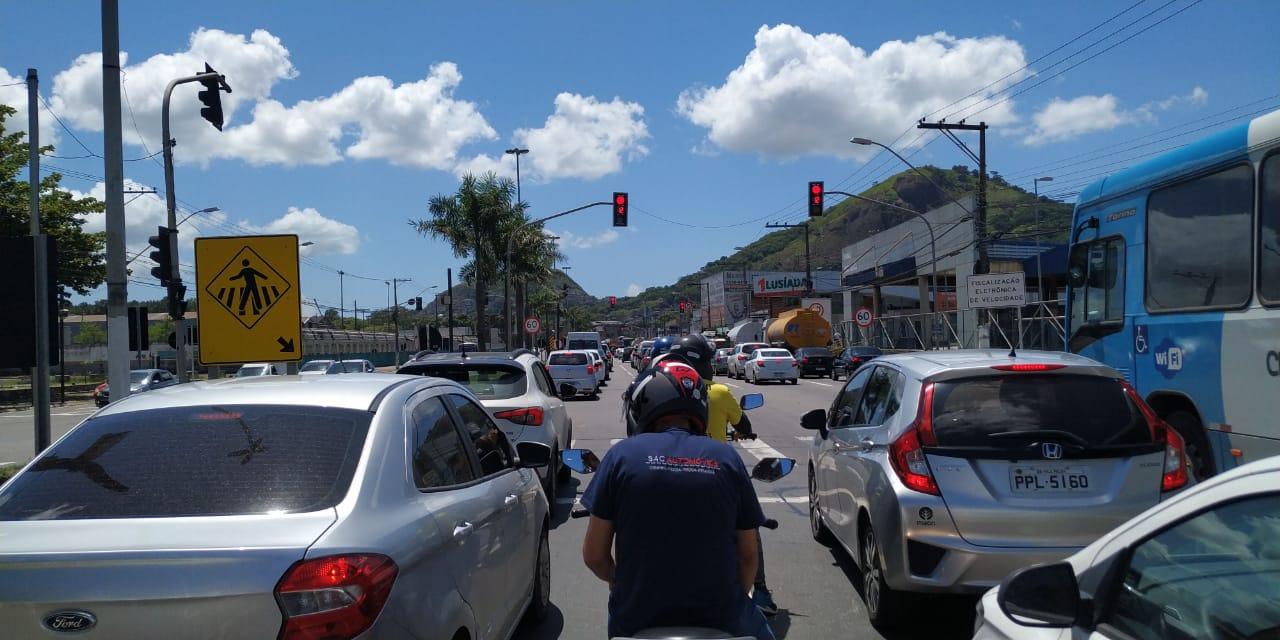 Na BR-262, em Cariacica, motoristas que seguiam para o Centro de Vitória ficaram presos no trânsito. Foto: Ouvinte/BandNews FM