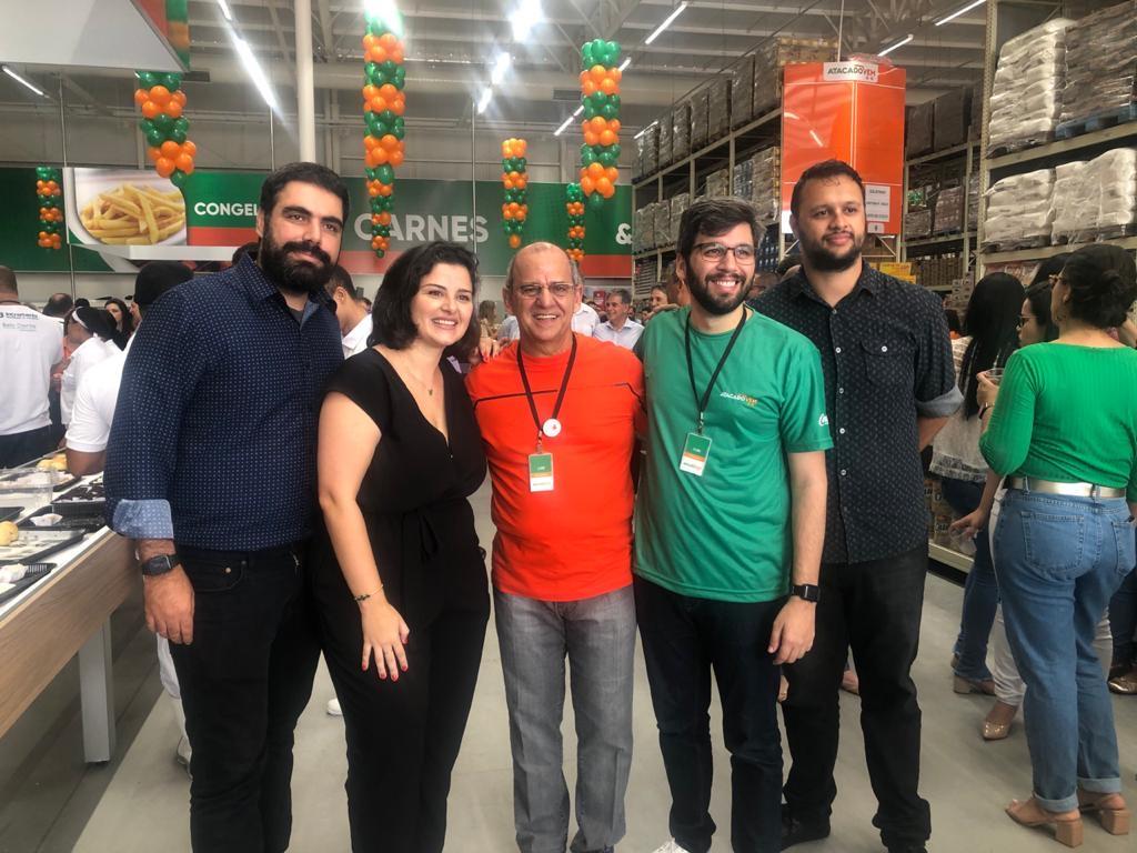 Na inauguração do Atacado Vem, do Grupo Extrabom, Felipe Ferrato, Marla Oliveira, Luiz Coutinho, Yuri Correa e Ezen Tavares. Foto: Divulgação