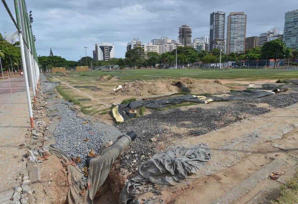 Reforma do campo de futebol na Curva da Jurema, em Vitória. Foto: Chico Guedes
