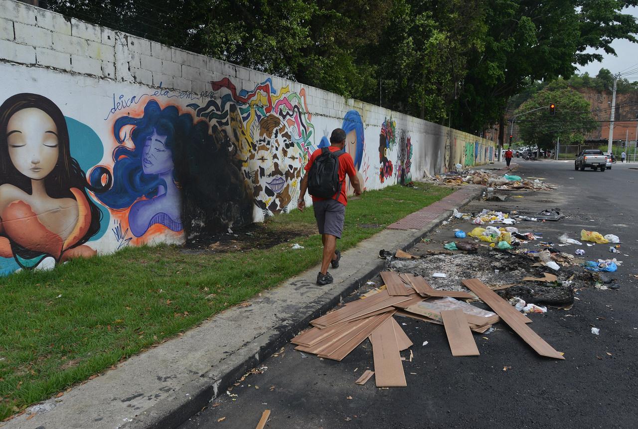 Rua Robert Kennedy agora e quando foi limpa por moradores. Foto: Chico Guedes