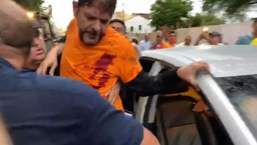 Senador Cid Gomes tenta entrar em batalhão da polícia com retroescavadeira e é baleado. Foto: Reprodução/Ansa Brasil