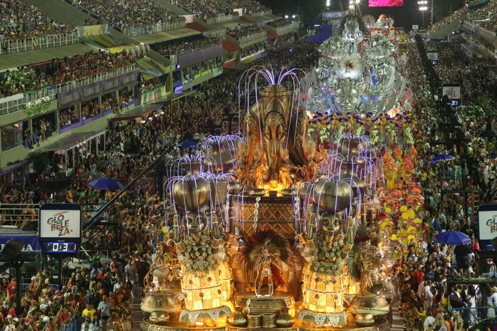 Desfile da Escola de Samba do Grupo Especial, G.R.E.S Viradouro, no Sambódromo da Marquês de Sapucaí, no Rio de Janeiro. Foto: Daniel Castelo Branco/Estadão Conteúdo