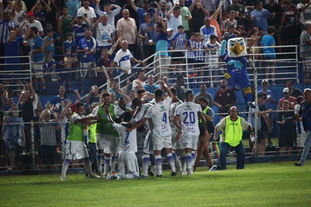 Vitória vence CSA e se classifica na Copa do Brasil