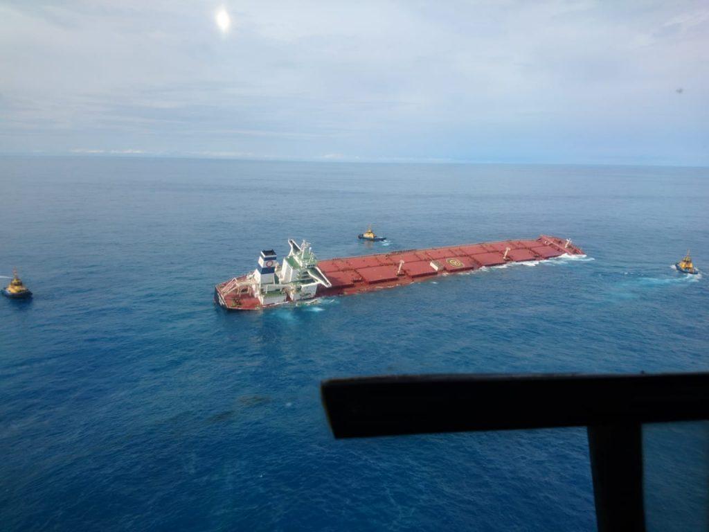 Navio MV Stellar Banner, com carregamento de minério da Vale, corre o risco de afundar no litoral do Maranhão. Foto: reprodução