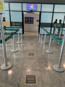 Nos locais de fila, marcadores foram instalados no piso para informar aos passageiros uma distância segura entre as pessoas. Foto: Divulgação