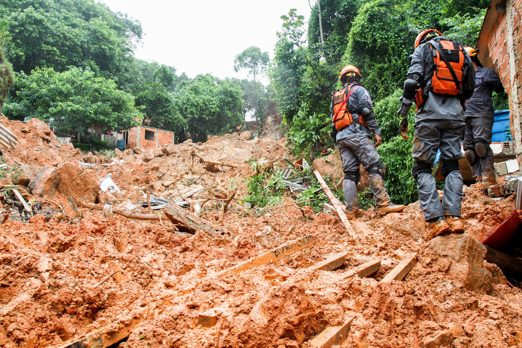 Buscas continuam na Baixada Santista; 29 mortes são confirmadas. Foto: Governo do Estado de São Paulo