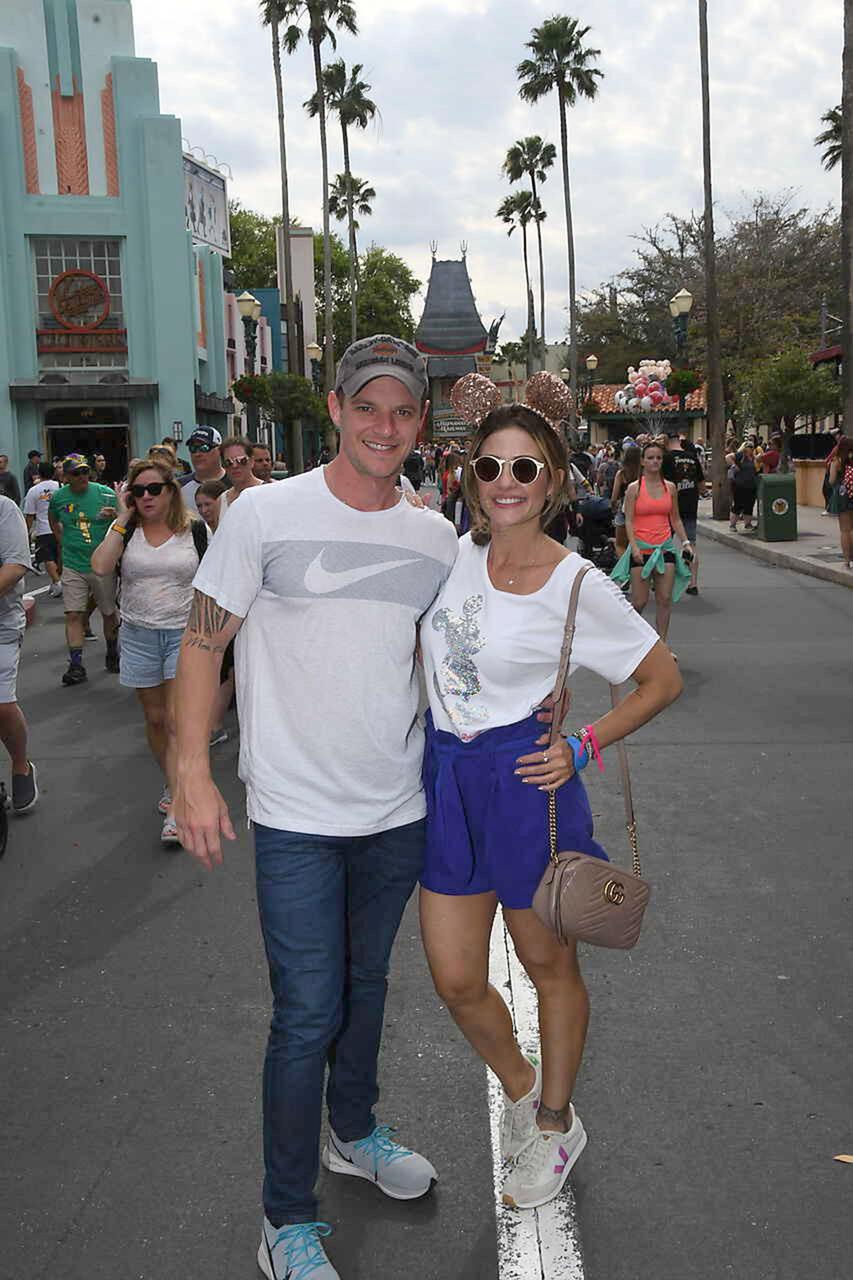 Diretamente da Disney, o casal Diego Lobato e Ieda Pontes curtindo dias de diversão. Já estão de volta à capital capixaba a todo vapor para tocar os negócios à frente da Vitória Harley-Davidson. Foto: Divulgação