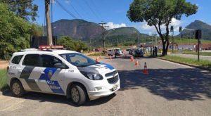 Agentes municipais, com o apoio da Polícia Militar, fiscalizam a entrada da cidade. Foto: Foto: Prefeitura de Guarapari