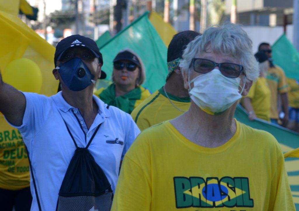 Manifestação de apoiadores do presidente na Terceira Ponte. Foto: Chico Guedes