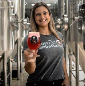 Mari atua há sete anos na gestão de uma cervejaria. Foto: Divulgação