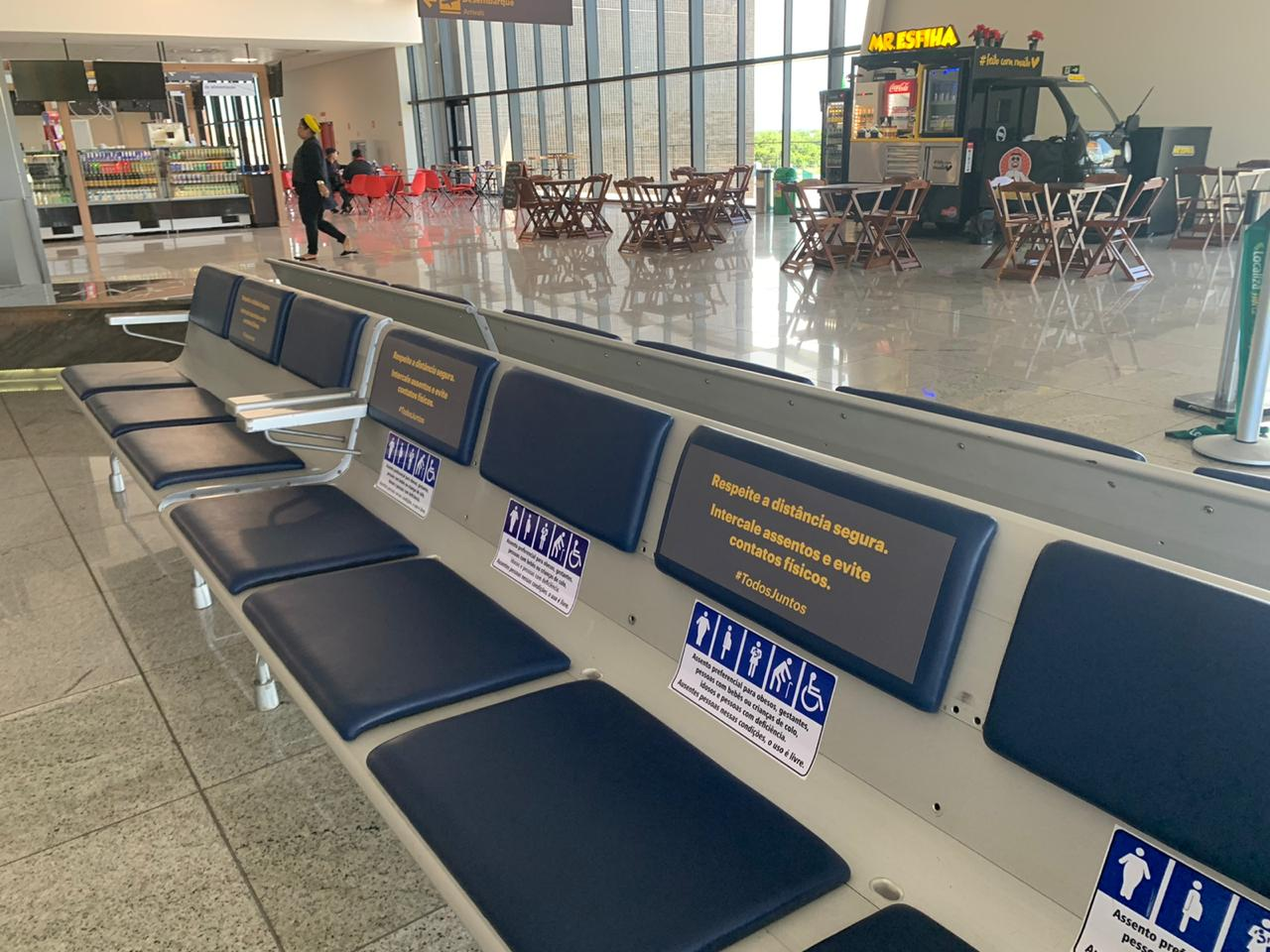 Os assentos receberam marcadores que indicam uma distância segura para os passageiros. Foto: Divulgação
