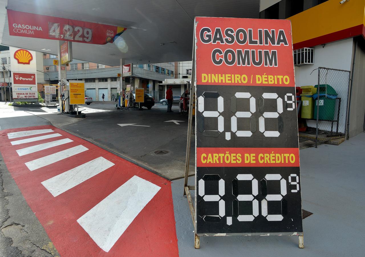 Posto de combustível no Centro de Vitória vende o litro da gasolina a R$ 4,22. Foto: Chico Guedes