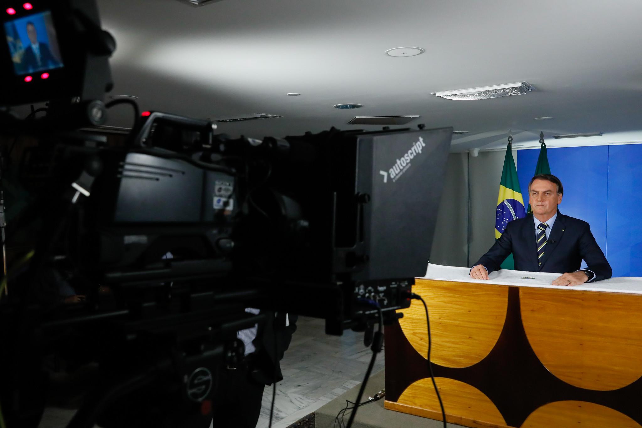 Pronunciamento de Bolsonaro foi feito com ajuda de Carlos e 'gabinete do ódio'. Foto: Isac Nóbrega/PR