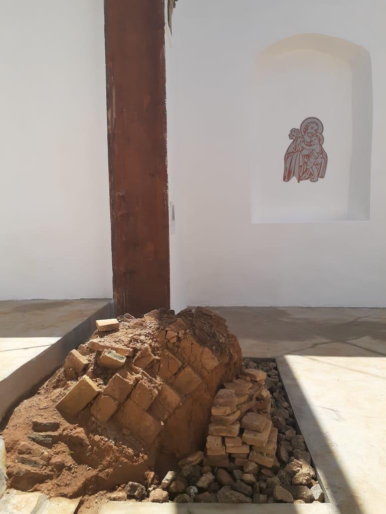 Durante os trabalhos arqueológicos, os pesquisadores identificaram nos tijolos encontrados as digitais dos escravos que construíram a igreja. Foto: Vinicius Arruda