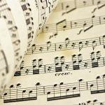 Montagem paralela: notas musicais no subconsciente. Foto: Ri Butov/Pixabay