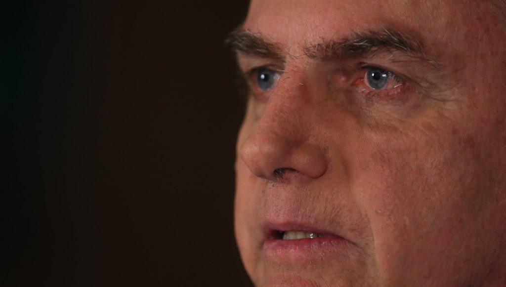 Bolsonaro acompanha anúncio de demissão de Moro pela TV. Foto: Isac Nóbrega/PR