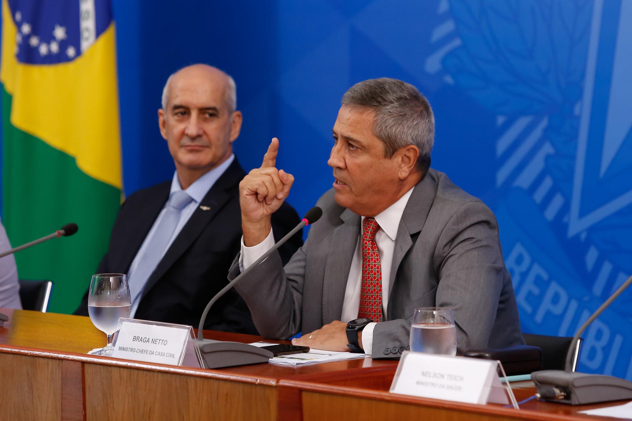 Ministro-Chefe da Secretaria de Governo, General Ramos, e o Ministro-Chefe da Casa Civil, Braga Neto, no lançamento do programa pró-Brasil. Foto: Anderson Riedel/PR